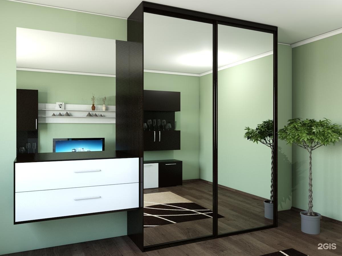 """Шкаф-купе с зеркальными дверями от компании """"домокон""""."""