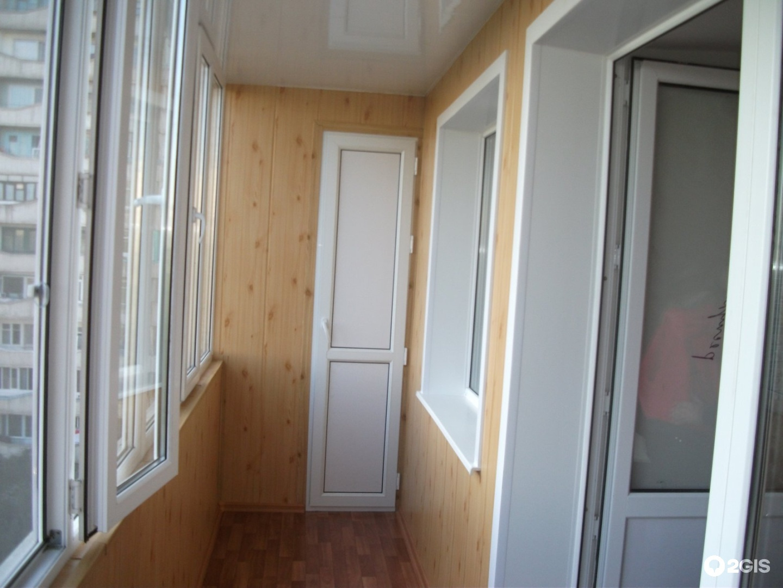 Пластиковые подоконники внутри балкона..
