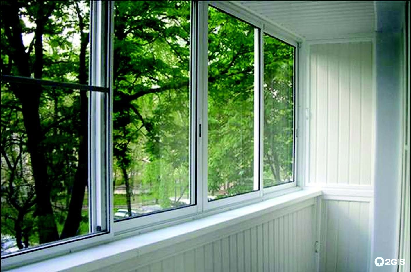 Раздвижные окна на балкон - виды конструкций.